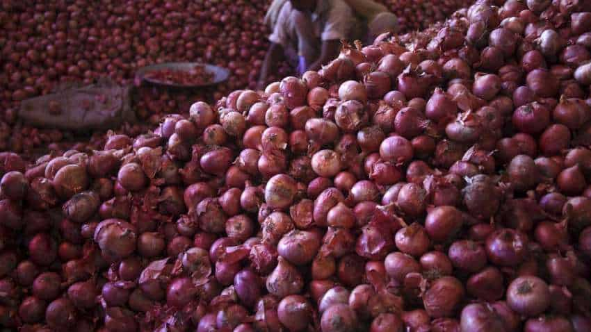 Onion prices set to fall, Govt decides to lift ban on exports
