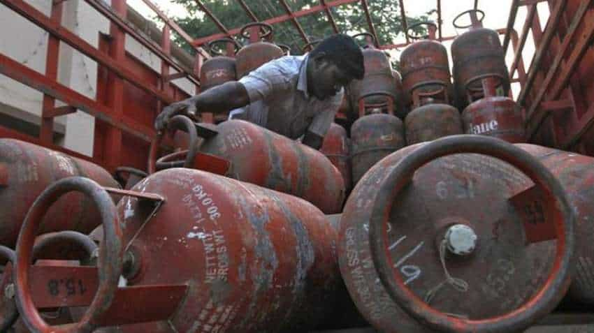LPG gas cylinder price: Big savings in kitchen budget! Gas prices cut by Rs 61