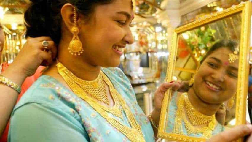 Gold price hits historic Rs 50,000 mark! Fear rules the world! This is what you must know now