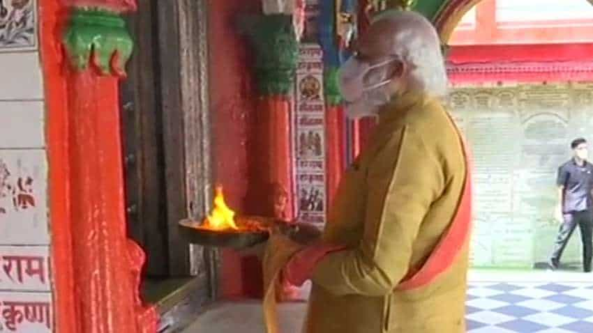 Ram Mandir Bhumi Pujan: Dressed in dhoti-kurta, PM Narendra Modi offers prayers at Hanumangarhi temple