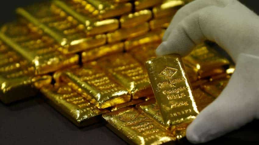 Gold price climbs Rs 418 on global trends