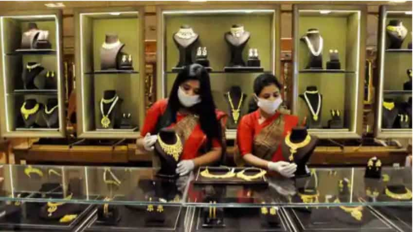 Gold price may continue to fall, bullion market experts unveil this strategy for investors
