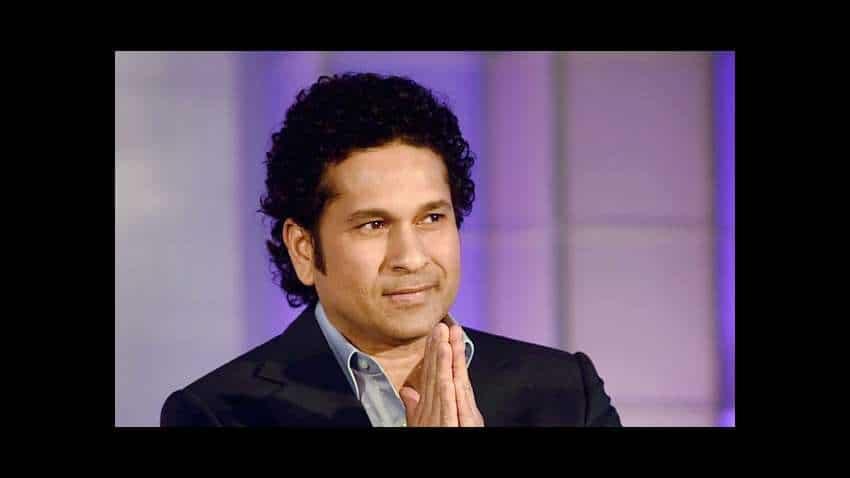 Sweet gesture: Tendulkar presents 'Gift of Life' certificates to 10 kids