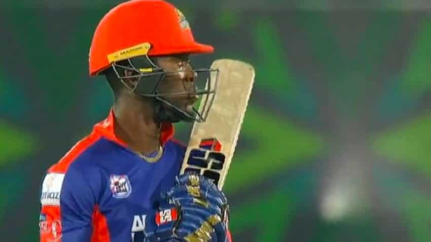 West Indies batsman who arrived in Pakistan wearing Mumbai Indians jacket plays in PSL with MI gloves; franchise trolled