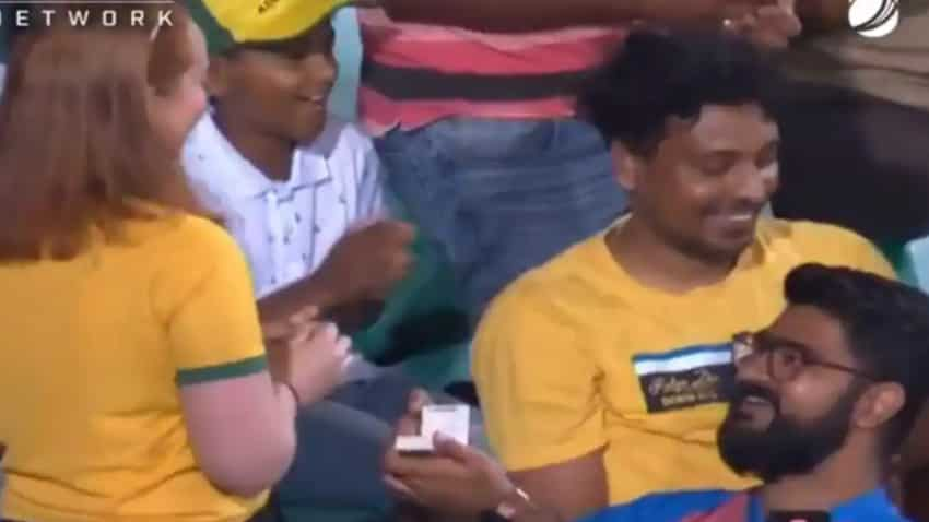 India vs Australia 2nd ODI: Indian fan proposes Australian girl in the crowd, don't miss out Glenn Maxwell reaction—Watch video!