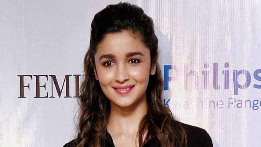 Akshay Kumar, Shah Rukh Khan, Ranveer, Priyanka Chopra applaud Alia in ''Gangubai Kathiawadi'' teaser