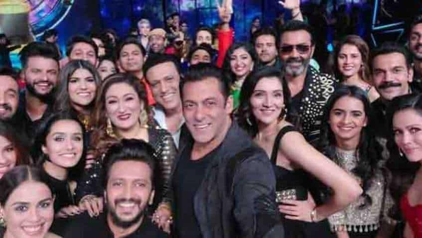 Indian Pro Music League Grand Opening: Salman Khan's 'mega selfie' on world's biggest music league with Riteish Deshmukh, Genelia D'Souza, Shraddha Kapoor, others now viral on social media
