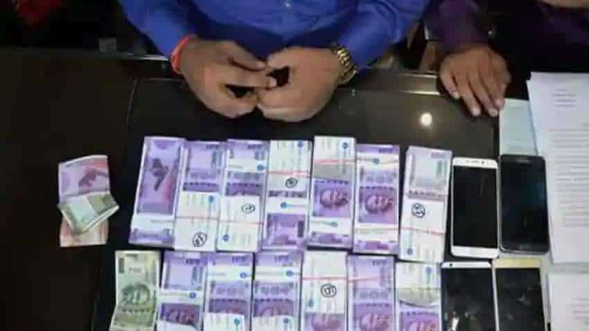 Man tries to deposit fake currency notes into his SBI bank account, detained