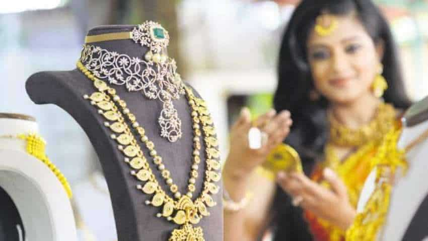 Gold Price Outlook – Gold falls by Rs 280 on Monday, Silver falls by Rs 128; expert see bounce back, recommends buy on dips