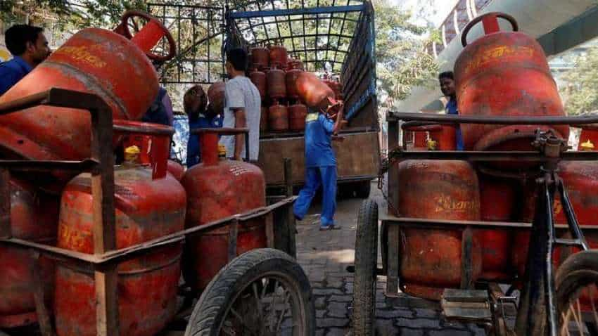 LPG Cylinder Booking Online: You can save up Rs 100 on gas refill - Here is how