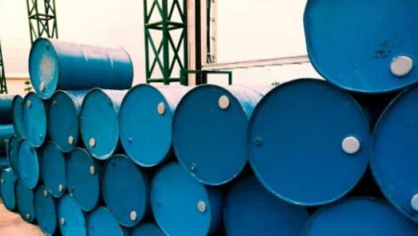 Brent, WTI Crude oil futures dip on weak spot demand