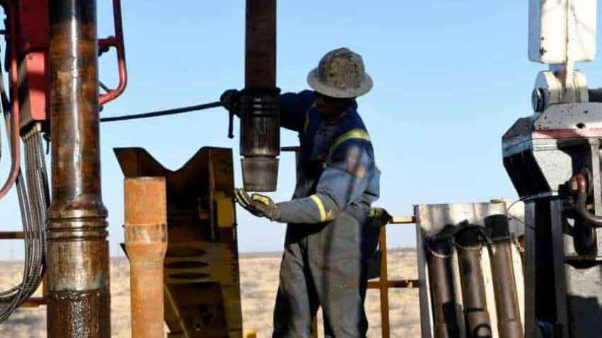 Oil rises on expectation high natural gas to drive switch for heating