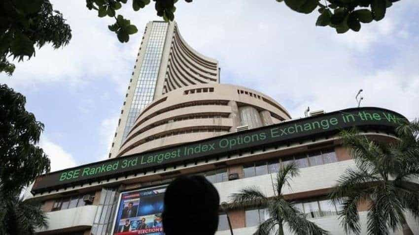 Dalal Street Corner: Sensex climbs 61000, Nifty50 tops 18300 ahead of Dussehra; what should investors do?